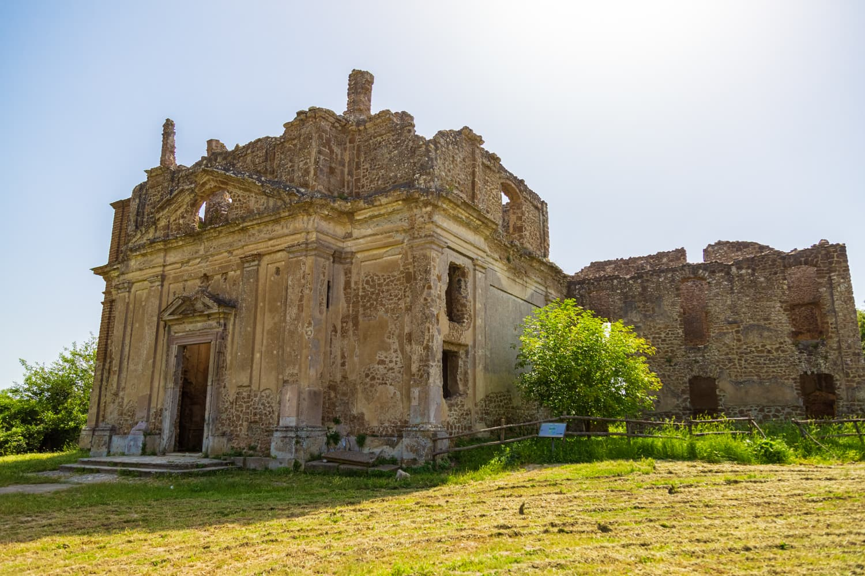 Monterano_Chiesa_Fontana028